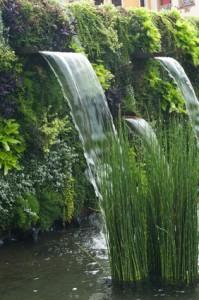 Wasserfall in japanischen Garten