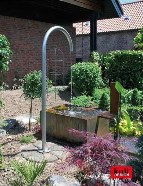 Brunnen mit langem Bogen