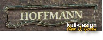 Name auf Briefkastenklappe graviert und mit 23 Karat Blattgold ausgelegt