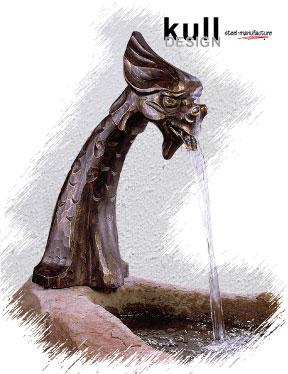 Stand Wasserspeier mit Fabelkopf für Brunnen. Höhe 54 cm