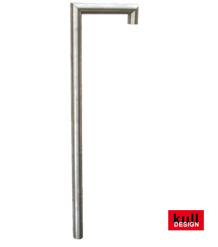 Edelstahl Wasserzapfstelle J-förmig ø 42 mm für Gartenbrunnen. Oben 2x 90 Grad scharfkantig abgewinkelt somit ist der Wasseraustritt vorne senkrecht nach unten. Ein Absperdrehgriff und Bodenplatte kann eingebaut werden.