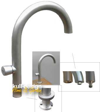 Design Gartenwasserhahn Edelstahl matt. Standventil mit Rundbogen, Maße H: 45 cm, Ausladung 35 cm.