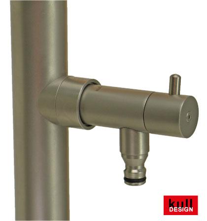 Edelstahl Design Wasserhahn für den Brunnen oder die Gartendusche.