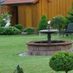 Objekte und Ornamente für den Garten